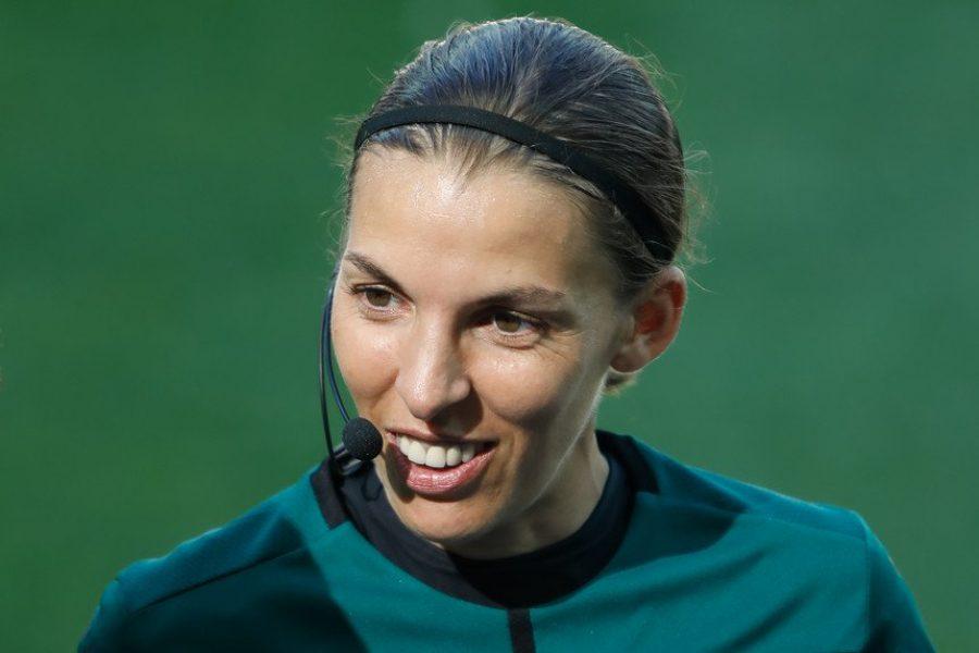 Stéphanie e o absurdo do futebol